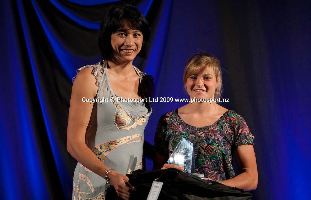 Junior Sportswoman winner Rosie White presented by Bernice Mene. Sport Auckland Sporting Excellence Awards, Alexandra Park Function Centre, Auckland. Wednesday 9th December 2009. Photo: Simon Watts/PHOTOSPORT