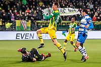 DEN HAAG - ADO Den Haag - PEC Zwolle , Voetbal , Eredivisie , Seizoen 2016/2017 , Kyocera Stadion , 21-01-2017 , ADO Den Haag speler Dennis van der Heijden (m) schiet bijna de 2-0 binnen maar stuit op PEC Zwolle keeper Mickey van der Hart (l)