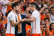 AMSTERDAM - Nederland - USA , Amsterdam ArenA , Voetbal , oefeninterland , 05-06-2015 , Nederlands elftal speler Davy Propper (l) maakt zijn debuut in oranje en komt in het veld voor Nederlands elftal speler Robin van Persie (r)