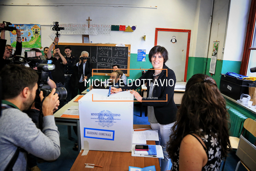 Torino 19 giugno 2016: Chiara Appendino vota per il ballottaggio per l'elezione diretta del sindaco