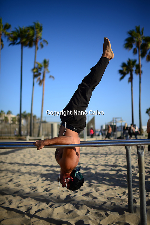 Carlo, chilean young man training in Venice Beach Calisthenics park, California.
