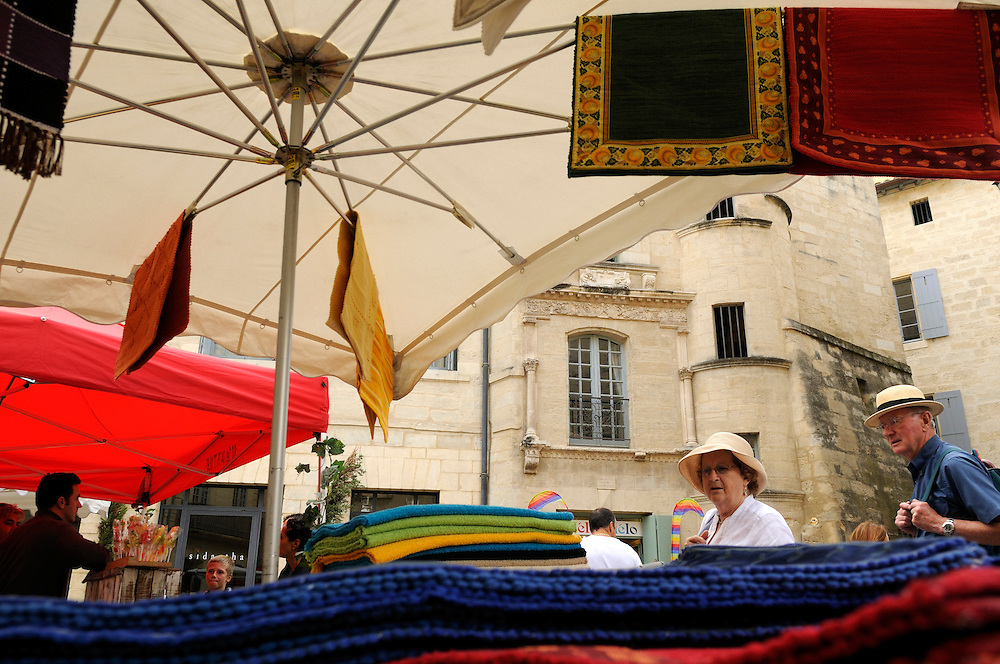 France, Languedoc Roussillon, Gard (30), Uzès, le marché