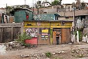 Wandmaler Alonso Delgadillo in Tijuana, Mexiko, 2012. Er mag, wenn seine Wandmalereien mit der Zeit altern und Teil der Geb?ude und Umgebung werden. Kaum ein Gegend in der Grenzstadt ist ohne ein 'Mural' des Kuenstlers. Oft wird er von Bewohnern sozial benachteiligter Viertel eingeladen um ihre Mauern zu verschoenern oder mit politischen Botschaften zu bemalen. Die Grenze zur USA ist haeufig in seiner Arbeit thematisiert...Photo: 2012..from my project: .LA FRONTERA: Artists along the US Mexican Border.© Stefan Falke.http://www.stefanfalke.com/