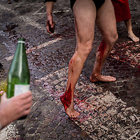 The legs of the Battenti are cleaned with wine and vinegar