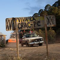 A graffiti in a road sign marks the entering of the territory protected by the Community Police.  / Un grafitti marca la entrada al territorio protegido por la Policía Comunitaria.  (Photo:  Prometeo Lucero)
