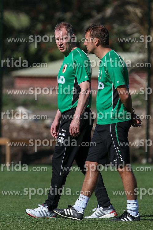 11.01.2014, Maspalomas, Gran Canaria, ESP, 1. FBL, FC Augsburg, Trainingslager, im Bild Zwei im Gleichschritt, Stefan Reuter (Gesch&radic;&sect;ftsf&radic;&ordm;hrer Sport FC Augsburg, li ), Markus Weinzierl (Trainer FC Augsburg), Symbolbild, Symbol, symbolisch, Hochformat, hoch, vertikal, // during the Trainingscamp of German Bundesliga Club FC Augsburg at the Maspalomas in Gran Canaria, Spain on 2014/01/11. EXPA Pictures &copy; 2014, PhotoCredit: EXPA/ Eibner-Pressefoto/ Krieger<br /> <br /> *****ATTENTION - OUT of GER*****