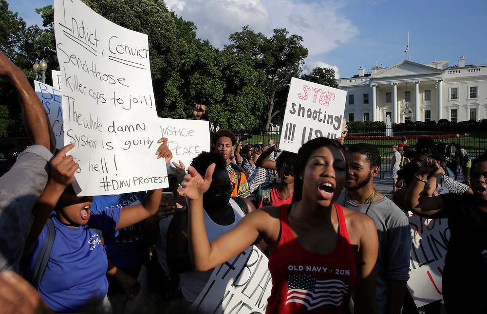 Demonstrators with Black Lives Matter chant during a protest in front of the White House in Washington, U.S., July 8, 2016.  REUTERS/Joshua Roberts