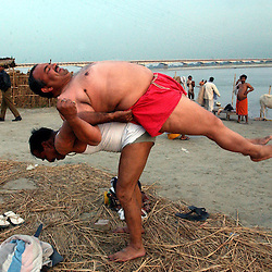 Indian police officers exercise before taking a bath in the northern Indian city of Ayodhya, March 14, 2002.  .Indian police officers exercise before taking a bath in the northern Indian city of Ayodhya, March 14, 2002.  ..