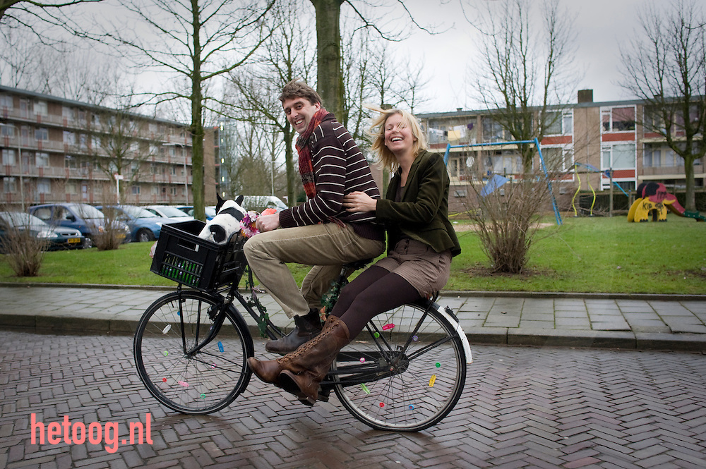 Tineke Bremer en Werend Vrijland gaan in Februari trouwen. foto's t.b.v. reuma en de liefde RPB In Beweging. Foto: hetoog.nl