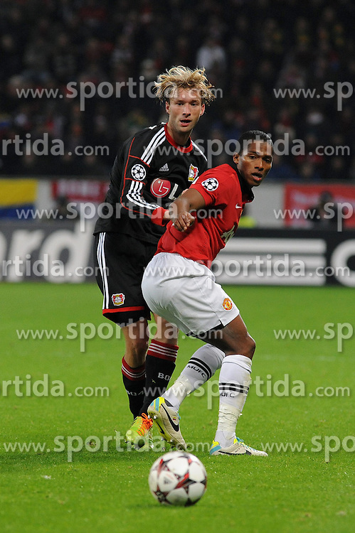 27.11.2013, BayArena, Leverkusen, GER, UEFA CL, Bayer Leverkusen vs Manchester United, Gruppe A, im Bild Simon Rolfes ( links Bayer 04 Leverkusen ) im Zweikampf mit Antonio Valencia ( rechts Manchester United / Action / Aktion ) // during UEFA Champions League group A match between Bayer Leverkusen vs Manchester United at the BayArena in Leverkusen, Germany on 2013/11/28. EXPA Pictures &copy; 2013, PhotoCredit: EXPA/ Eibner-Pressefoto/ Thienel<br /> <br /> *****ATTENTION - OUT of GER*****