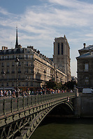 Pictures of Paris France in Spring time of May 2008