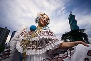 La Pollera traje nacional panameño, es sin duda alguna una obra de arte artesanal, aparte su colorido y vistocidad. Todos los panameños nos sentimos orgullosos de este espectacular atuendo que nos representa y que es admirado internacionalmente.©Andres Rivera/Istmophoto.com