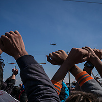 Migrant protesting in the Idomeni refugees camp while a Greek army helicopter is seen flying on the area. Idonemi, Greece. FEDERICO SCOPPA/CAPTA