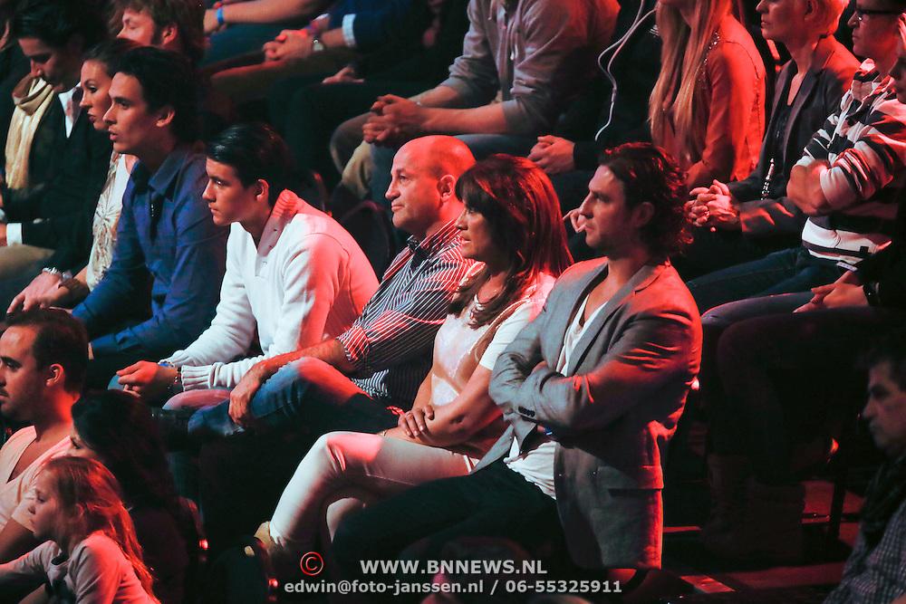 NLD/Amsterdam/20121130 - 4e liveshow The Voice of Holland 2012, moeder en familie Floor Smit