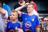 ROTTERDAM - Eerste training van Feyenoord , voetbal , seizoen 2015-2016 , Stadion De Kuip , 28-06-2015 , Supporters met het nieuwe uit shirt