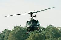 09.10.1995, Germany/Munster:<br /> BELL UH 1D, Leichter Transporthubschrauber der Bundeswehr, Verwendung in Heer und Luftwaffe, Lehrvorf&uuml;hrung der Panzertruppenschule Munster<br /> Iamge: 19951009-01/03-11<br />  <br />  <br />  <br /> KEYWORDS: Hubschrauber, Waffe, helicopter, wappon,