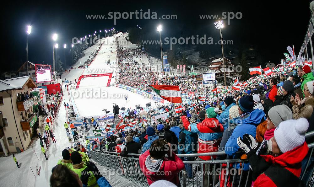 13.01.2015, Hermann Maier Weltcupstrecke, Flachau, AUT, FIS Weltcup Ski Alpin, Flachau, Slalom, Damen, 2. Lauf, im Bild Zuschauer // Spectors during the 2nd run of the ladie's Slalom of the FIS Ski Alpine World Cup at the Hermann Maier Weltcupstrecke in Flachau, Austria on 2015/01/13. EXPA Pictures © 2015, PhotoCredit: EXPA/ JOHANN GRODER