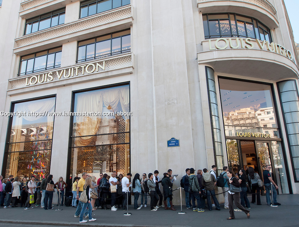 Queue Of Shoppers Outside Louis Vuitton Store On Champs