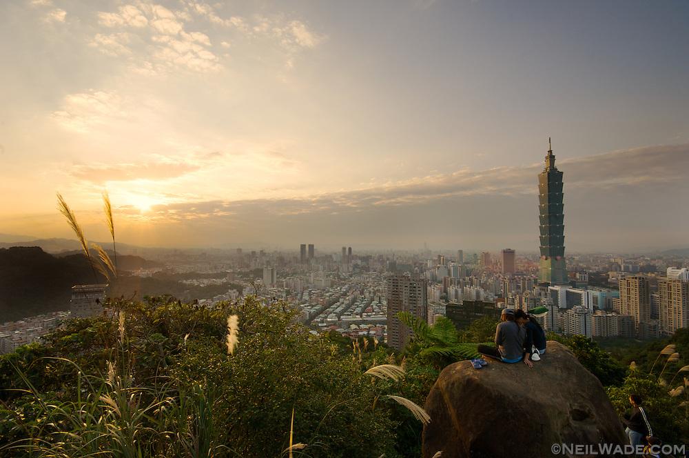 Sunset across the taipei skyline as seen from Elephant Mountain, Taipei, Taiwan.