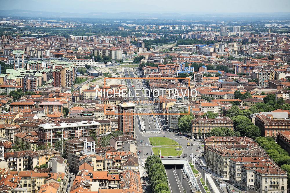 Il nuovo tratto del viale della Spina Centrale di Torino.<br /> Vista panoramica dal grattacielo di Intesa Sanpaolo.<br /> Torino 25 maggio 2016