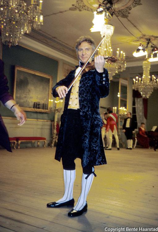 Arve Tellefsen, fiolinist, Stiftsgården, Trondheim (1814).dias