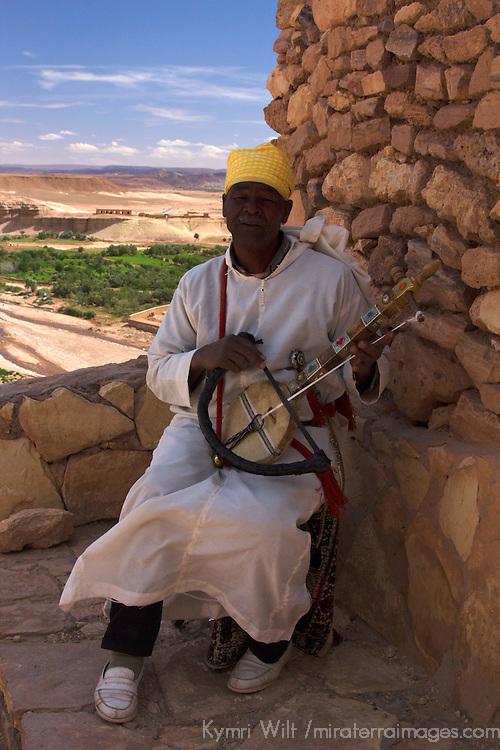 Africa, Morocco, Ourazazate. Moroccan musician of Ait Ben Haddou.