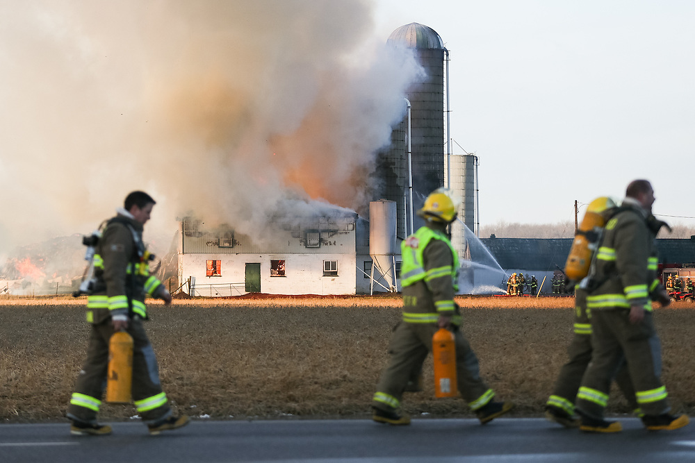 Reinforcements arrive as firefighters from several local departments battle a barn fire near St. Thomas, Ont. Monday,  February 1, 2016. About 100 cattle were in the dairy barn when it went up in flames. Only a handful escaped.<br /> Farmers Forum/ Geoff Robins
