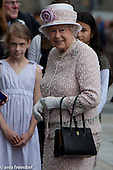 Queen Elisabeth II, Paris
