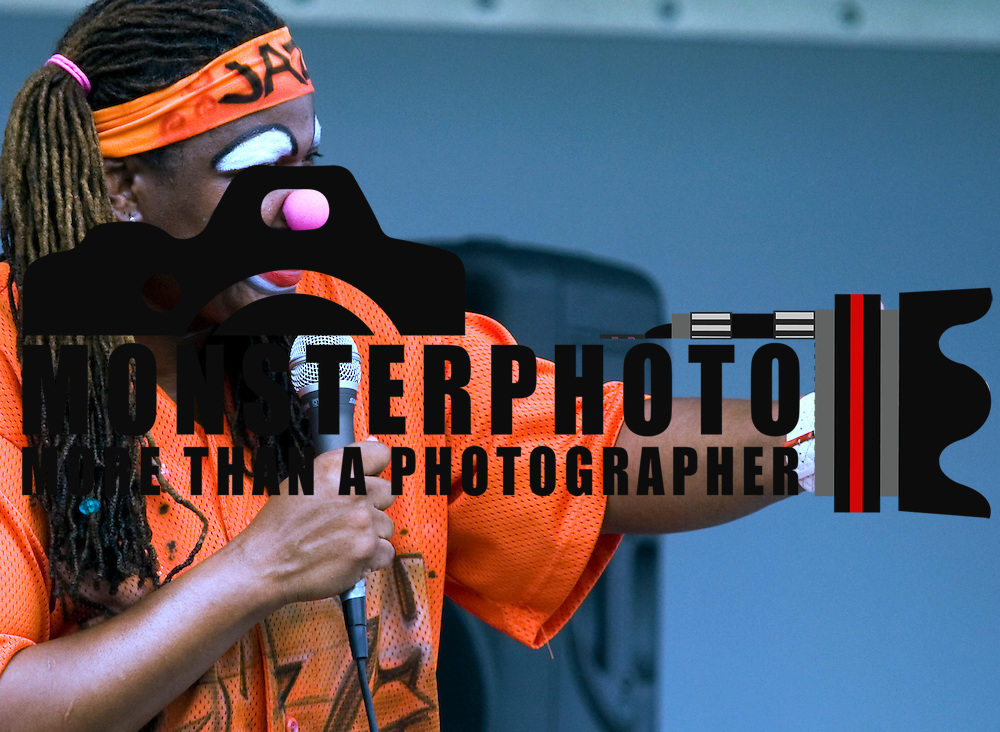 7/15/10-Wilmington DE - Jazzy The Rapping Clown introduces herself the children at The Safe City Summer festival at Tubman-Garrett Park in Wilmington.  Special to The News Journal/SAQUAN STIMPSON