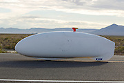 De Cygnus Beta op de zesde en laatste racedag van de WHPSC. In Battle Mountain (Nevada) wordt ieder jaar de World Human Powered Speed Challenge gehouden. Tijdens deze wedstrijd wordt geprobeerd zo hard mogelijk te fietsen op pure menskracht. Ze halen snelheden tot 133 km/h. De deelnemers bestaan zowel uit teams van universiteiten als uit hobbyisten. Met de gestroomlijnde fietsen willen ze laten zien wat mogelijk is met menskracht. De speciale ligfietsen kunnen gezien worden als de Formule 1 van het fietsen. De kennis die wordt opgedaan wordt ook gebruikt om duurzaam vervoer verder te ontwikkelen.<br /> <br /> The Cygnus Beta on the sixth and last racing day of the WHPSC. In Battle Mountain (Nevada) each year the World Human Powered Speed ​​Challenge is held. During this race they try to ride on pure manpower as hard as possible. Speeds up to 133 km/h are reached. The participants consist of both teams from universities and from hobbyists. With the sleek bikes they want to show what is possible with human power. The special recumbent bicycles can be seen as the Formula 1 of the bicycle. The knowledge gained is also used to develop sustainable transport.
