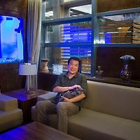 BEIJING, AUG. 6, 2012 : Multi -Millionaer Huang Nubo von der ZhongKun Gruppe in seinem Recreation Raum neben einem Haifisch Aquarium  in Peking.
