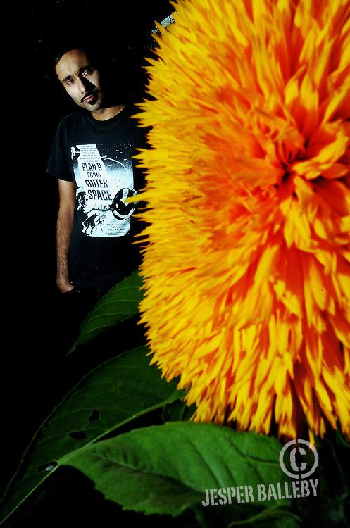 SPEkTR spiller på Sønderborghus fredag aften. Portræt af Manoj Ramdas, som er tidligere guitarist i The Raveonettes..Foto Balleby.