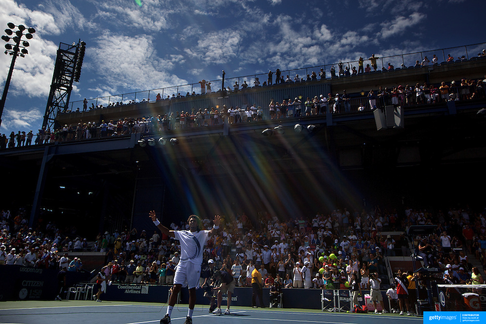 Jo-Wilfried Tsonga, France in action against Jarkko Nieminen, Finland, during the US Open Tennis Tournament at Flushing Meadows, New York, USA, on Friday  September 4, 2009. Photo Tim Clayton..