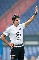 ROTTERDAM - Eerste training van Feyenoord , voetbal , seizoen 2015-2016 , Stadion De Kuip , 28-06-2015 , Keeperstrainer Patrick Lodewijks bedankt het publiek die zijn naam scanderen