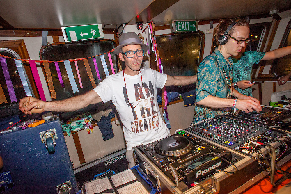 Movimientos & Arriba La Cumbia presents Tropicalista Thames Boat Party. Taking place aboard the legendary Dutch Master, the river's largest and most luxurious party vessel with the incredible London skyline as a backdrop and add to that the funkiest globalista soundtrack. Line Up: RUSS JONES (Arriba La Cumbia), CAL JADER (Movimientos), SPIRITUAL SOUTH (Basic Fingers), TROPICAL BEATS DJs. Sat. 11th June, 2016. (Photos/Ivan Gonzalez)