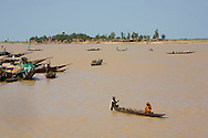 "Tipical ""pinasses"" canoes navigate in  Mopti's harbor. At the confluence of the Niger and the Bani rivers, between Timbuktu and Ségou, Mopti is the second largest city in Mali, and the hub for commerce and tourism in this west-african landlocked country."
