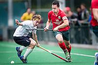 ROTTERDAM - Civicum - de Ijsel , Hockey playoffs , Hockey , Hockey club Leonidas , 21-06-2015 ,  Civicum speler nr 10 (r) in duel met De Ijsel speler (l)