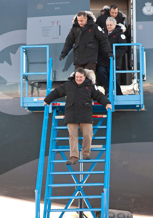Canadian Finance Minister Jim Flaherty, bottom, and Bank of Canada Governor Mark Carney arrive at the airport in Iqaluit, Canada for the G7 Finance ministers meeting February 5, 2010.<br /> AFP/GEOFF ROBINS/STR/pool/