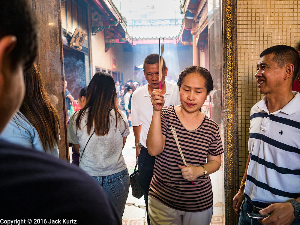 """31 JANUARY 2016 - BANGKOK, THAILAND: People carry incense and make merit at Wat Mangon Kamlawat, the largest Mahayana (Chinese) Buddhist temple in Bangkok, before the celebration of Chinese New Year. Thailand has the largest overseas Chinese population in the world; about 14 percent of Thais are of Chinese ancestry and some Chinese holidays, especially Chinese New Year, are widely celebrated in Thailand. Chinese New Year, also called Lunar New Year or Tet (in Vietnamese communities) starts Monday February 8. The coming year will be the """"Year of the Monkey.""""           PHOTO BY JACK KURTZ"""