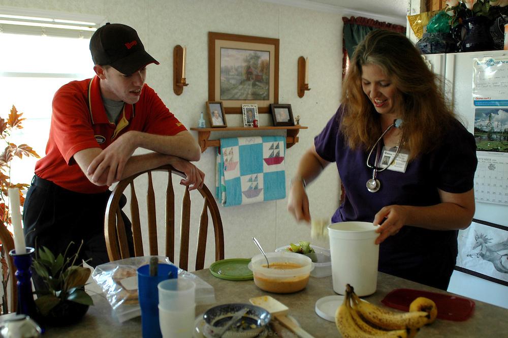 DANJO FARMS, en 2006, parall&egrave;lement &agrave; l'activit&eacute; de la ferme, Joanne et Derek avaient des emplois &agrave; mi-temps. Joanne &eacute;tait infirmi&egrave;re &agrave; l&rsquo;h&ocirc;pital de Columbia et Derek, serveur au fast food Wendy's de Moberly.<br /> <br /> DANJO FARMS, parallal to the farm activity, Joanne and Derek had part-time jobs in 2006. Derek was waiter at Wendy's downtown Moberly, and Joanne, a nurse at Columbia's hospital.