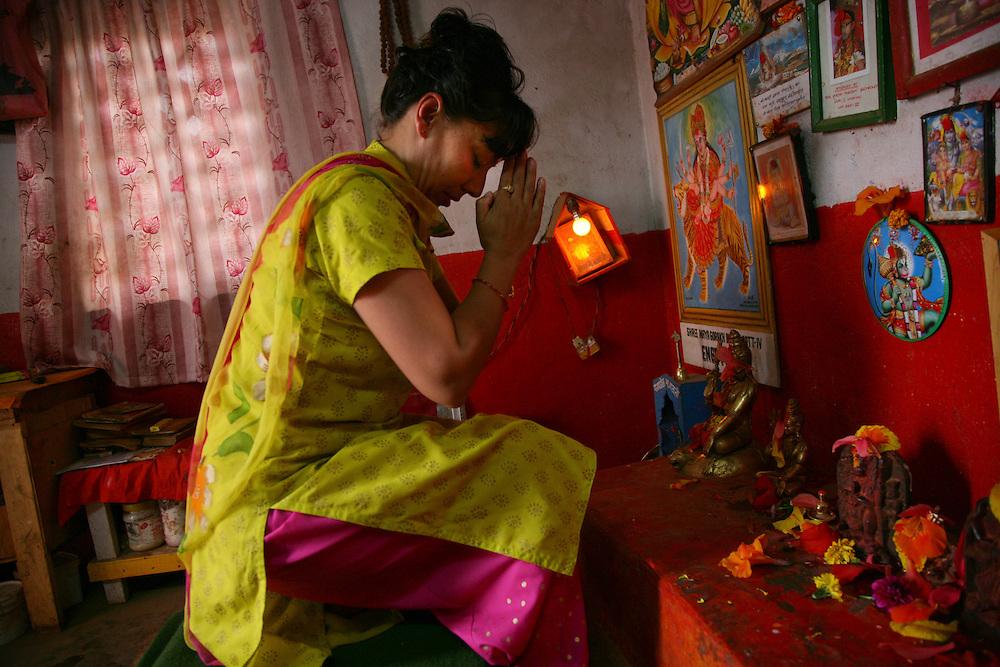 Woman praying at Swastani Sangya ceremony. @ Martine Perret. 1 February 2007