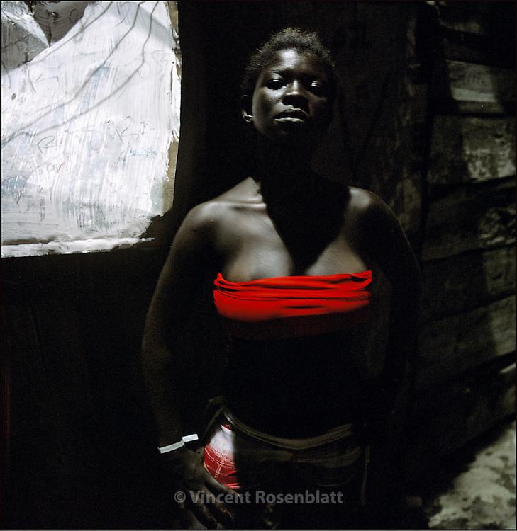 "Elaine, aka ""Baixinha"" (the small one) as her neighbours in Santa Marta slum call her. She listens to Funk all day long, in her shack, on the favela heights. Every weekend she goes to the Baile in the favela, wearing the brilliant colours of the ""funkeiro"" look. Santa Marta, Botafogo, Rio de Janeiro. || Elaine, surnommée ""Baixinha"" (la petite) par ses voisins de la favela de Santa Marta. Elle vit en écoutant du Funk toute la journée, dans sa baraque, en haut de la favela. Chaque fin de semaine, elle fréquente le Baile de la favela, arborant les couleurs vives du look ""funkeiro"".."