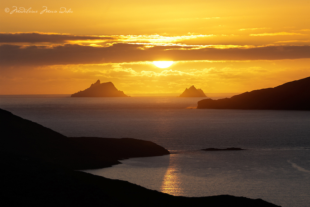 Skellig Sunset overlooking Ballinskelligs Bay, County Kerry, Ireland ****** <br /> <br /> Visit &amp; browse through my Photography &amp; Art Gallery, located on the Wild Atlantic Way &amp; Skellig Ring between Waterville and Ballinskelligs (Skellig Coast R567), only 3 minutes from the main Ring of Kerry road.<br /> https://goo.gl/maps/syg6bd3KQtw<br /> <br /> ******<br /> <br /> Contact: 085 7803273 from an Irish mobile phone or +353 85 7803273 from an international mobile phone