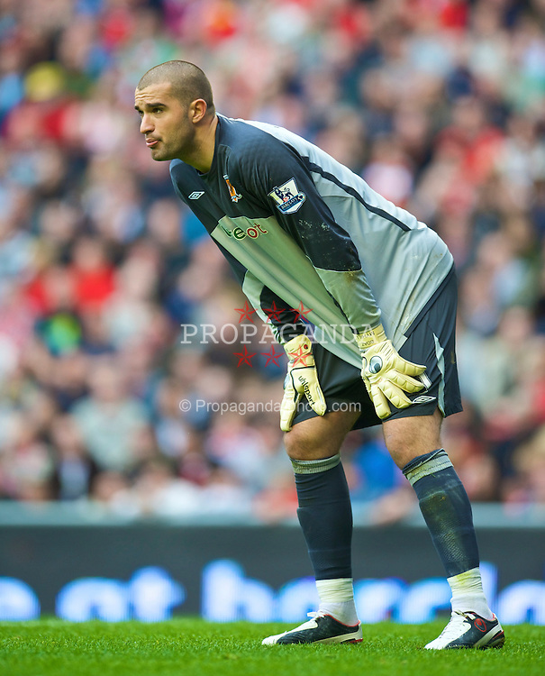 LIVERPOOL, ENGLAND - Saturday, September 26, 2009: Hull City's goalkeeper Boaz Myhill during the Premiership match at Anfield. (Photo by: David Rawcliffe/Propaganda)