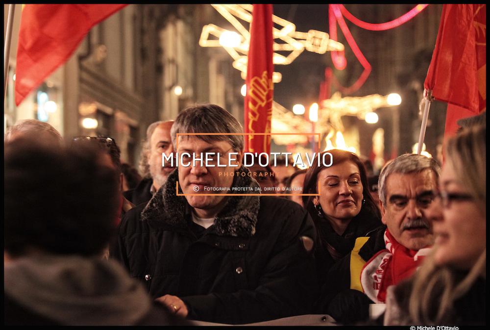nella foto: Maurizio Landini segretario generale FIOM.. Torino scende in piazza in vista del referendum sull'accordo FIAT, fiaccolata organizzata dalla Fiom per dire no. ..12/01/2011