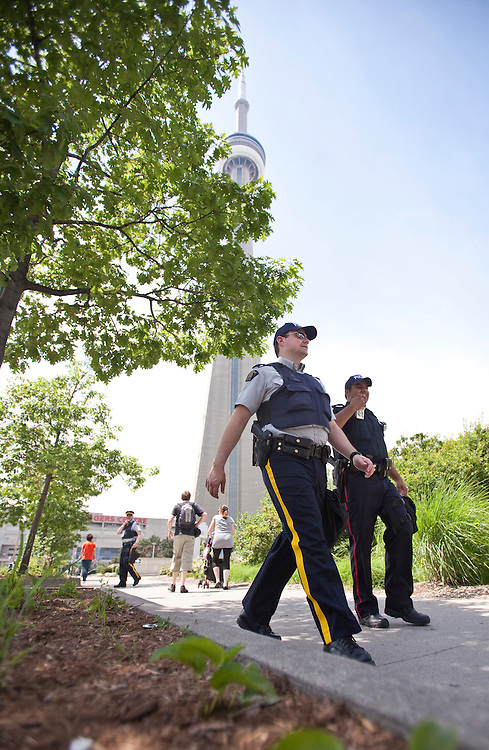 Police patrol the area around the CN Tower in Toronto, June 23, 2010. Thousands of police from all across Canada have been brought into downtown Toronto to handle security for the G20 this weekend. <br /> AFP/GEOFF ROBINS/STR