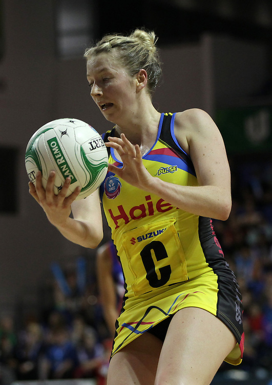 Pulse's Camilla Lees in action against the Mystics in round 5 of the 2013 ANZ Netball Championship, Trusts Stadium, Auckland, New Zealand, Sunday, April 21, 2013.  Credit:SNPA / David Rowland