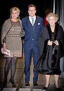 Prinses Beatrix, Prins Constantijn en Prinses Laurentien der Nederlanden wonen donderdagavond 28 jan