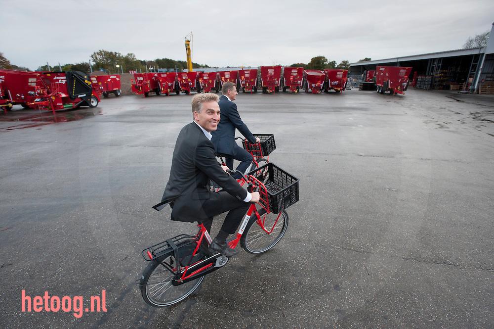 nederland, oldenzaal, 22okt2014 de gebroeders Robert (l)en Kees (r) Liet van het bedrijf TRIOLIET in Oldenzaal. Trioliet groeit en breidt uit . Foto Cees Elzenga