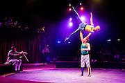 In Houten spelen de CliniClowns de voorstelling Circus CliniClowns over een circus met een muizenplaag. Het theaterstuk is gemaakt voor kinderen met een verstandelijke en/of meervoudige beperking. Tijdens de theatervoorstelling ervaren de kinderen veel met hun zintuigen. De Cliniclowns is een organisatie die het verblijf voor kinderen in ziekenhuizen en zorginstellingen aangenamer wil maken. De clowns zijn speciaal getraind voor de doelgroep. De oorsprong van de Cliniclowns ligt in Amerika, waar ze clown doctors worden genoemd.<br /> <br /> In Houten Cliniclowns play the show Circus Cliniclowns. The play is developed for children with mental and / or multiple disabilities. In the theater, the children experience a lot with their senses. Cliniclowns is an organization that wants to make the stay for children in hospitals and healthcare facilities more pleasant. Clowns are specially trained for the target group. The origin of the Clown is in America, where they are called clown doctors